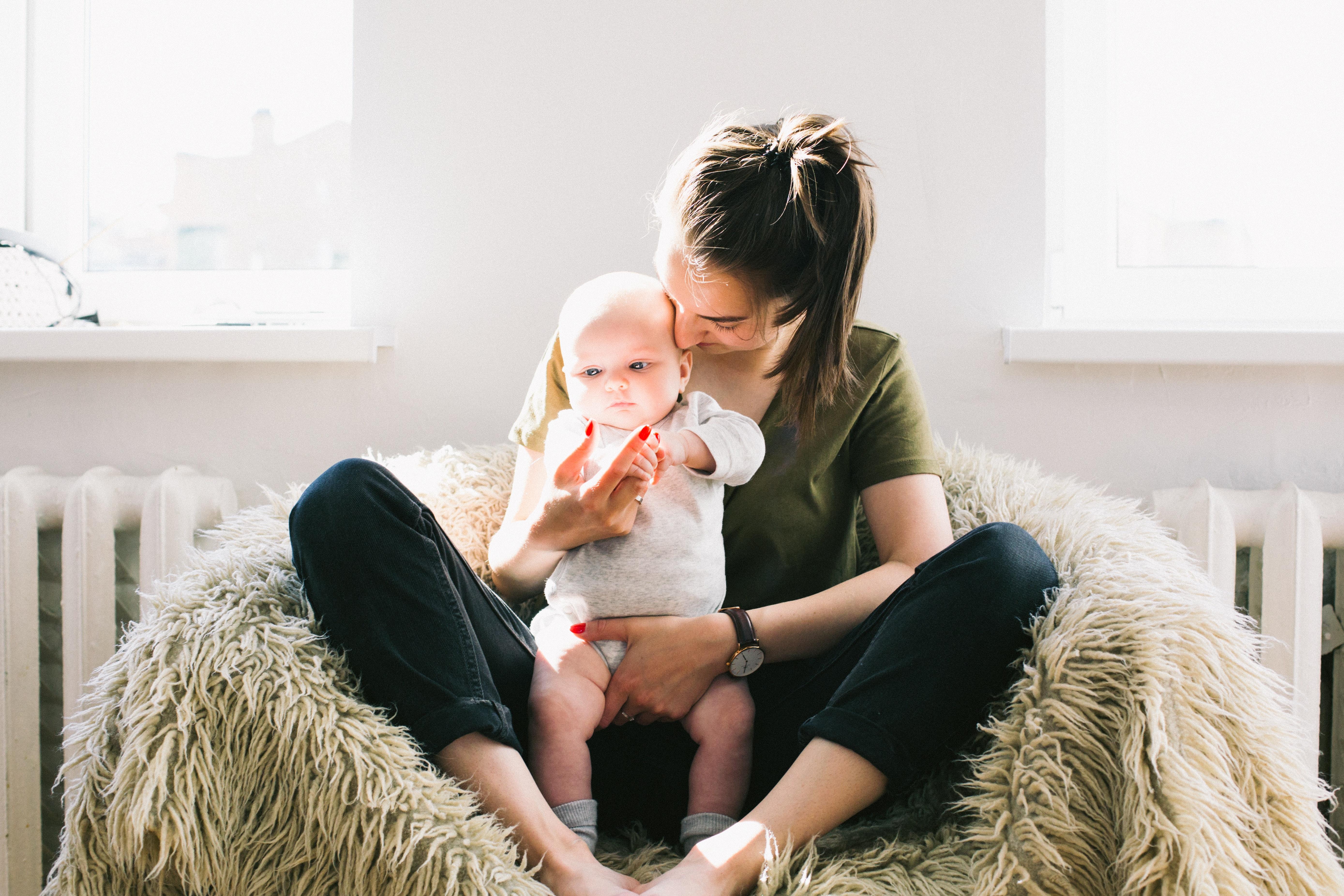 La Prestación De Maternidad Queda Exenta Del IRPF